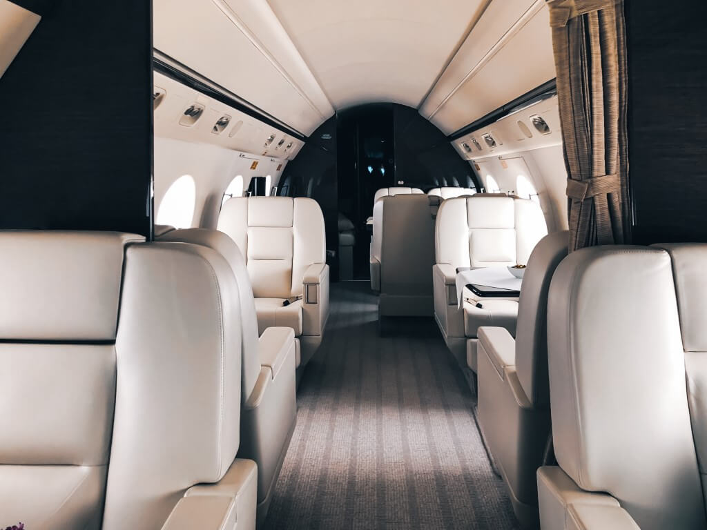 Private Jet Charter vs Commercial Airlines:<br /><br />5 Differences That Make Flying Private Worth It